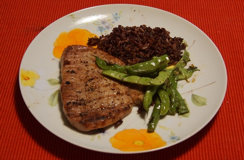 Tuna dinner with black rice and green beans